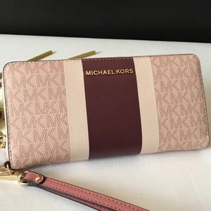 🌻MK🌻Brand new Michael Kors Wallet🌻
